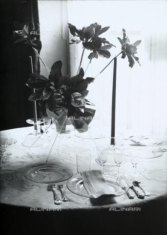 """WWA-F-001884-0000 - Set table for the exhibition """"Well-laid Tables"""" of the 30 Years Italian Women's League, Trieste. - Data dello scatto: 1939 ca. - Archivi Alinari, Firenze"""