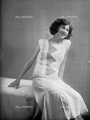 WWA-F-002009-0000 - Model wearing a dress created by Anita Pittoni - Data dello scatto: 1940 ca - Archivi Alinari, Firenze