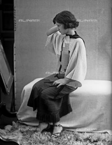 WWA-F-002010-0000 - Model wearing a dress created by Anita Pittoni - Data dello scatto: 1940 ca - Archivi Alinari, Firenze