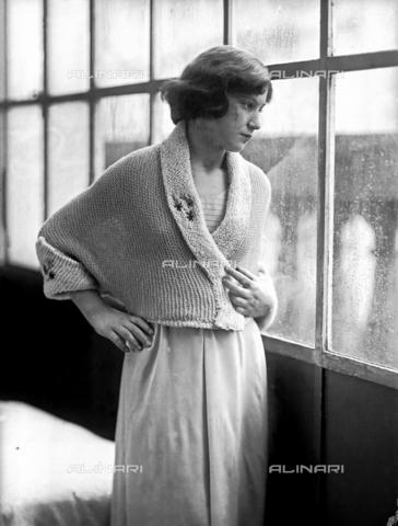 WWA-F-002011-0000 - Model wearing a dress created by Anita Pittoni - Data dello scatto: 1940 ca - Archivi Alinari, Firenze