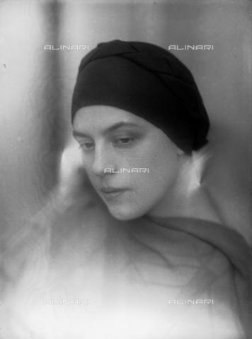 WWA-F-003000-0000 - Portrait of Anita Pittoni - Data dello scatto: 1933 ca - Archivi Alinari, Firenze