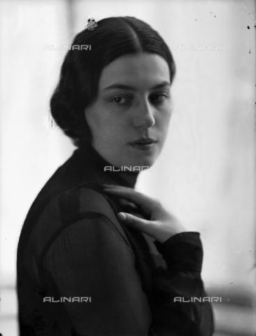WWA-F-003007-0000 - Portrait of Anita Pittoni - Data dello scatto: 1940 ca - Archivi Alinari, Firenze