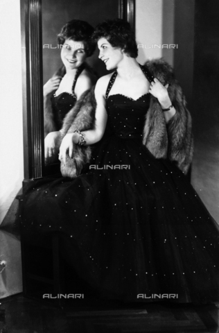 WWA-F-003031-0000 - Portrait of Mrs. Rolla in an evening dress, in front of a mirror