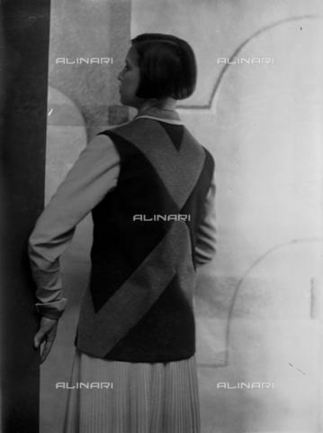 WWA-F-003049-0000 - Portrait of Marion Wulz in dress designed by Anita Pittoni - Data dello scatto: 1940 ca - Archivi Alinari, Firenze
