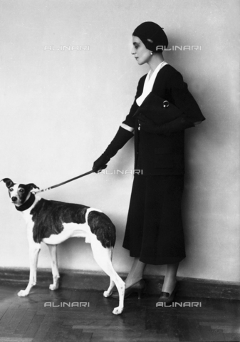 WWA-F-003145-0000 - Young woman with dog