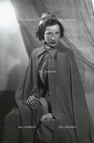 WWA-F-003394-0000 - Seated woman with cloak - Date of photography: 1937 - Fratelli Alinari Museum Collections-Wanda Wulz Archive, Florence