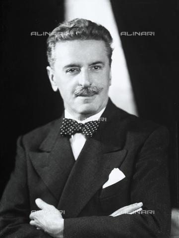 WWA-F-006515-0000 - Ritratto di uomo in abito scuro e papillon - Data dello scatto: 1943 ca. - Raccolte Museali Fratelli Alinari (RMFA)-archivio Wanda Wulz, Firenze