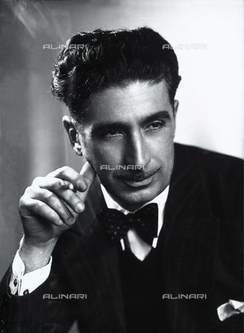 WWA-F-006564-0000 - Profile of a man with a cigarette - Data dello scatto: 1947 ca. - Archivi Alinari, Firenze