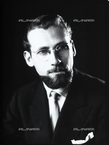 WWA-F-006566-0000 - Portrait of a man with a beard and glasses - Data dello scatto: 1947 ca. - Archivi Alinari, Firenze
