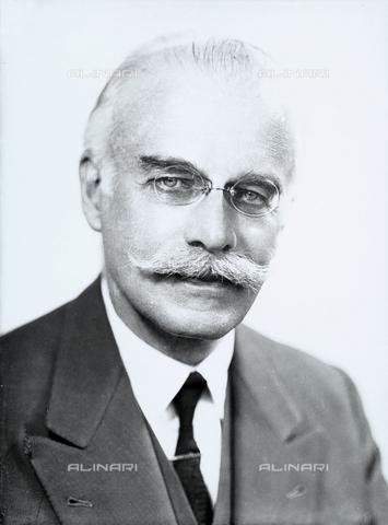 WWA-F-006614-0000 - Portrait of an elderly man with a beard and glasses - Data dello scatto: 1955 ca. - Archivi Alinari, Firenze