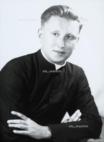 WWA-F-006621-0000 - Portrait of a young prelate - Data dello scatto: 1958-1959 ca. - Archivi Alinari, Firenze