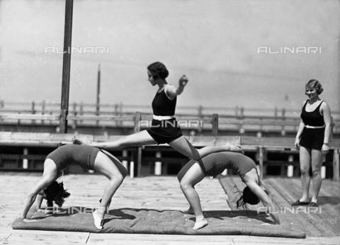 WWA-F-006732-0000 - Three women exercising