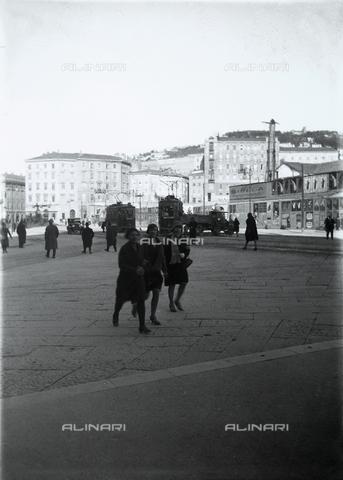 WWA-F-006765-0000 - Piazza Oberdan, Trieste