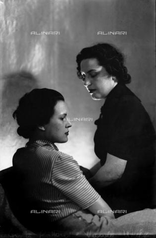 WWA-F-006862-0000 - Wanda Wulz e Anita Pittoni - Data dello scatto: 1930 ca - Archivi Alinari, Firenze