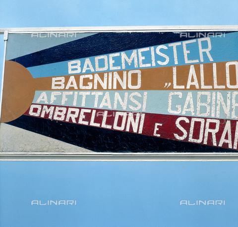 ZCA-F-C00199-0000 - Striscione sulla riviera adriatica - Data dello scatto: 1970 - Archivi Alinari, Firenze