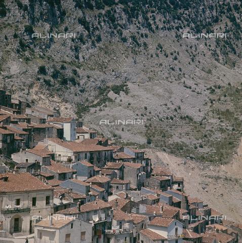 ZCA-S-000090-0098 - Paese lucano - Data dello scatto: 1970 ca. - Archivi Alinari-archivio Zannier, Firenze