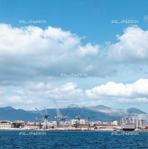 ZCA-S-000375-0074 - Veduta del porto di Palermo - Data dello scatto: 1970 ca. - Archivi Alinari-archivio Zannier, Firenze
