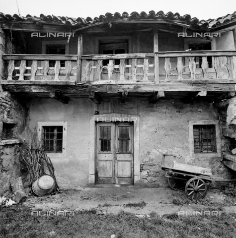 ZIA-S-011045-0007 - Una casa del Carso Triestino - Data dello scatto: 12/1972 - Raccolte Museali Fratelli Alinari (RMFA)-archivio Zannier, Firenze