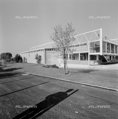 ZIA-S-210300-0008 - Stabilimento per la vendita di elettrodomestici Rex, Udine - Data dello scatto: 10/1959 - Raccolte Museali Fratelli Alinari (RMFA)-archivio Zannier, Firenze