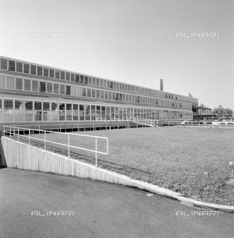 ZIA-S-210300-0012 - Stabilimento per la vendita di elettrodomestici Rex, Pordenone - Data dello scatto: 10/1962 - Raccolte Museali Fratelli Alinari (RMFA)-archivio Zannier, Firenze
