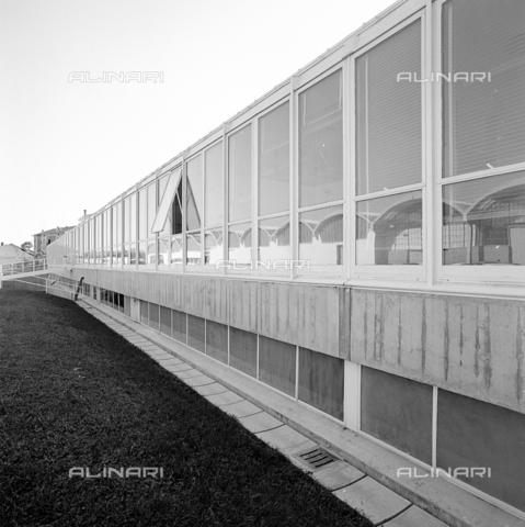 ZIA-S-210300-0013 - Stabilimento per la vendita di elettrodomestici Rex, Pordenone - Data dello scatto: 10/1962 - Raccolte Museali Fratelli Alinari (RMFA)-archivio Zannier, Firenze