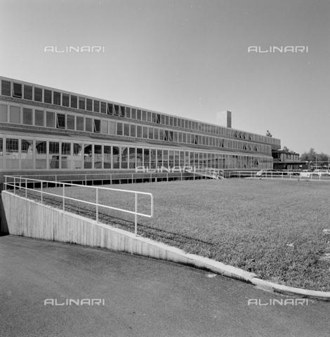 ZIA-S-210300-0014 - Stabilimento per la vendita di elettrodomestici Rex, Pordenone - Data dello scatto: 10/1962 - Raccolte Museali Fratelli Alinari (RMFA)-archivio Zannier, Firenze