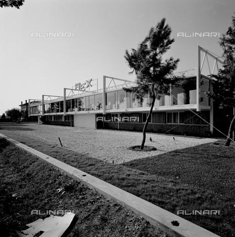 ZIA-S-210300-0018 - Stabilimento per la vendita di elettrodomestici Rex, Udine - Data dello scatto: 10/1962 - Raccolte Museali Fratelli Alinari (RMFA)-archivio Zannier, Firenze