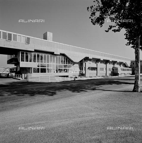 ZIA-S-210300-0021 - Stabilimento per la vendita di elettrodomestici Rex, Pordenone - Data dello scatto: 10/1962 - Raccolte Museali Fratelli Alinari (RMFA)-archivio Zannier, Firenze