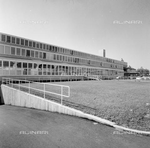 ZIA-S-210300-0037 - Stabilimento per la vendita di elettrodomestici Rex, Pordenone - Data dello scatto: 10/1962 - Raccolte Museali Fratelli Alinari (RMFA)-archivio Zannier, Firenze