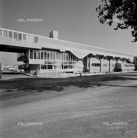 ZIA-S-210300-0041 - Stabilimento per la vendita di elettrodomestici Rex, Pordenone - Data dello scatto: 10/1962 - Raccolte Museali Fratelli Alinari (RMFA)-archivio Zannier, Firenze