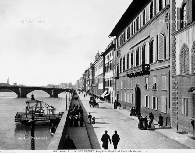 Il Lungarno Corsini in Florence. In the background, the ponte alla Carraia
