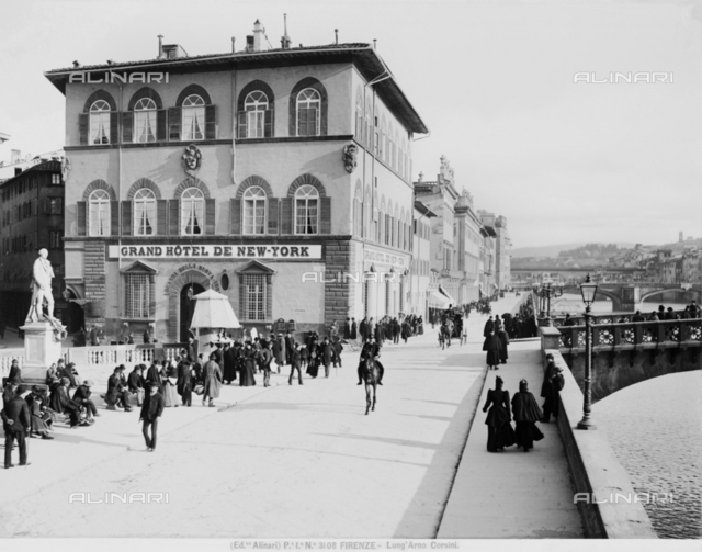 View of Lungarno Corsini in Florence, with the Grand Hotel de New York