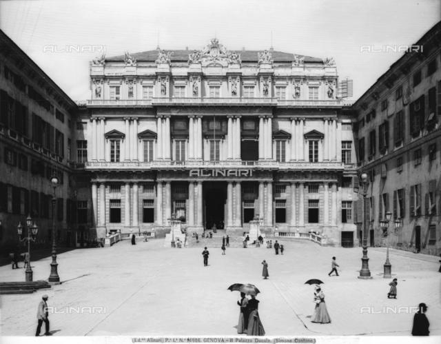 Faà§ade of the Palazzo Ducale, Piazza Matteotti, Genoa
