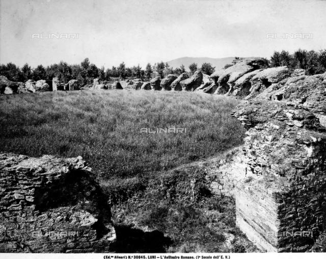 Roman Amphitheater, Luni
