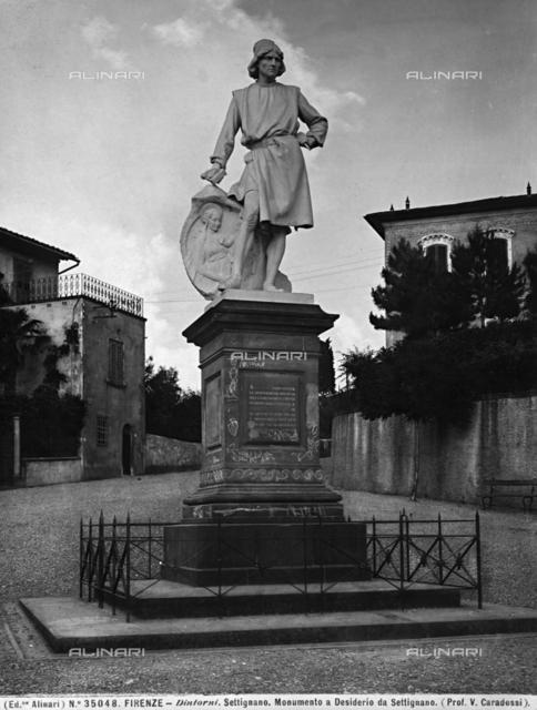 Monumento allo scultore Desiderio da Settignano, opera di Vittorio Caradossi collocata a Settignano, nei dintorni di Firenze