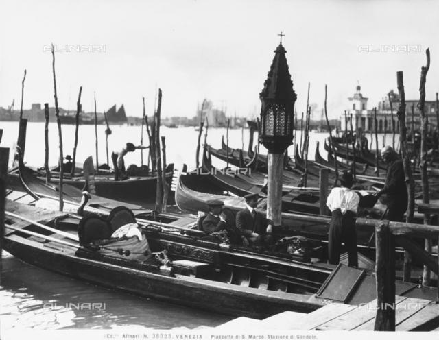 Piazzetta di San Marco. Gondola mooring place