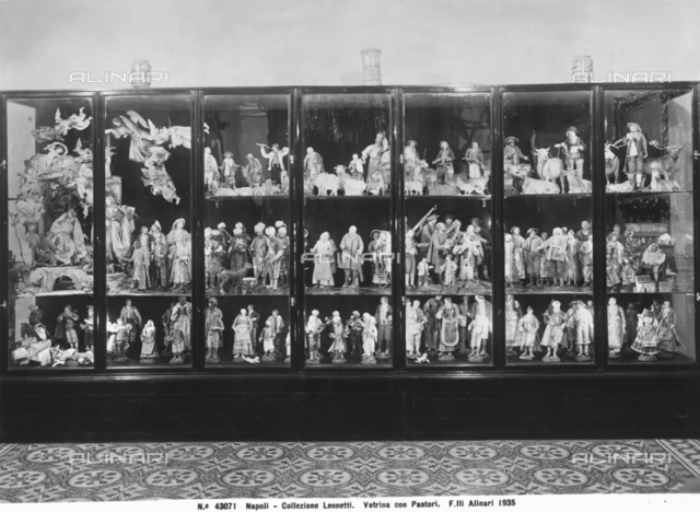 Display case with little shepherd statues, Collezione Leonetti, Naples