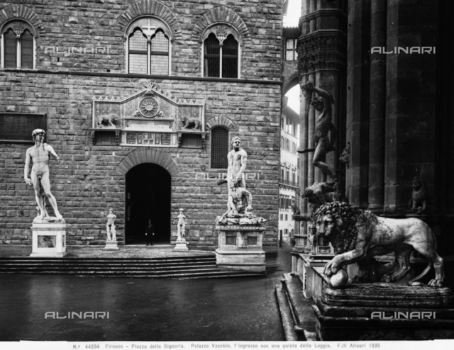 View of the entrance to Palazzo Vecchio in Florence: in particular one notes David, Hercules and Cacus, Perseus and one of the two lions that decorate the entrance to the Loggia dei Lanzi