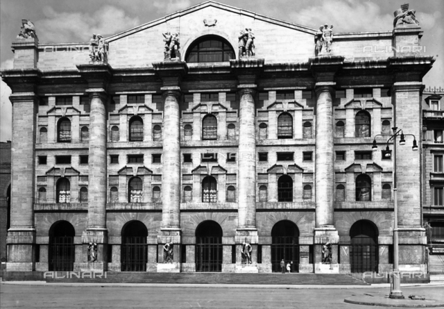 Faà§ade of the Stock Exchange Building, Milan