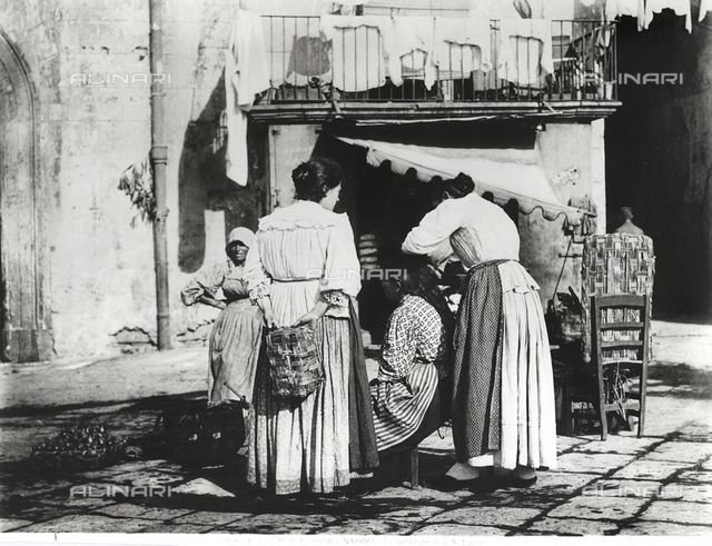 The hair dresser of Saint Lucia in Naples, turn of the century