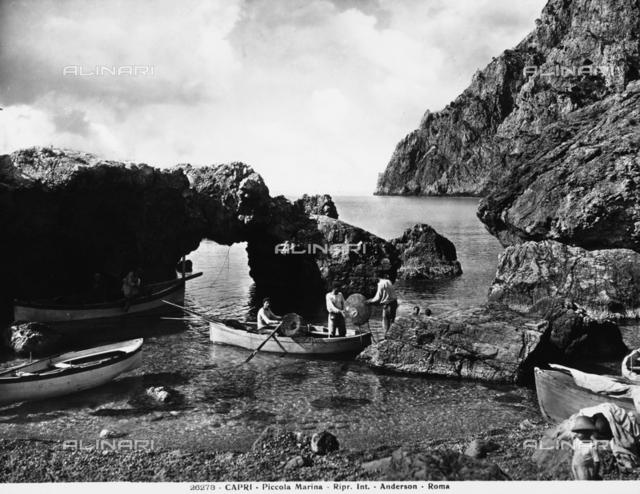 Fishermen on the beach of the Marina Piccola, Capri