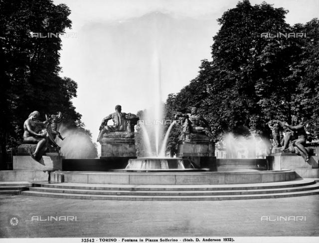 """The """"Fontana Angelica delle Quattro Stagioni,"""" in Piazza Solferino, Turin"""
