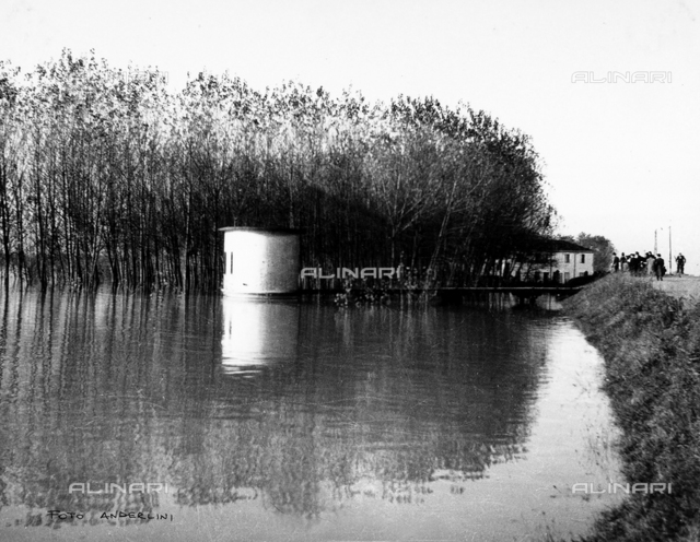 Po Valley Delta flood, 1951: a building is sommersed in the height of the flood waters at Castelmassa.
