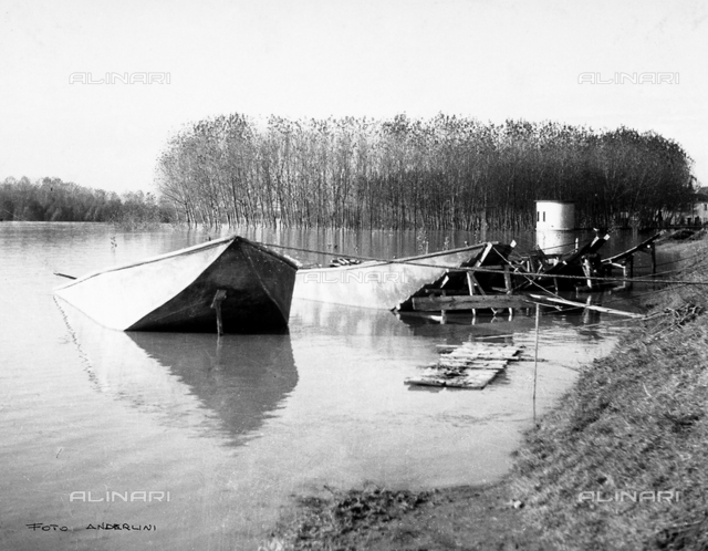 Po Valley Delta flood, 1951: sunken boats in the height of the flood
