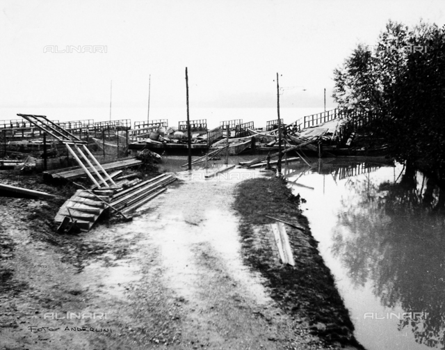 Po Valley Delta flood, 1951: a pontoon bridge pulled to the left bank of the Po
