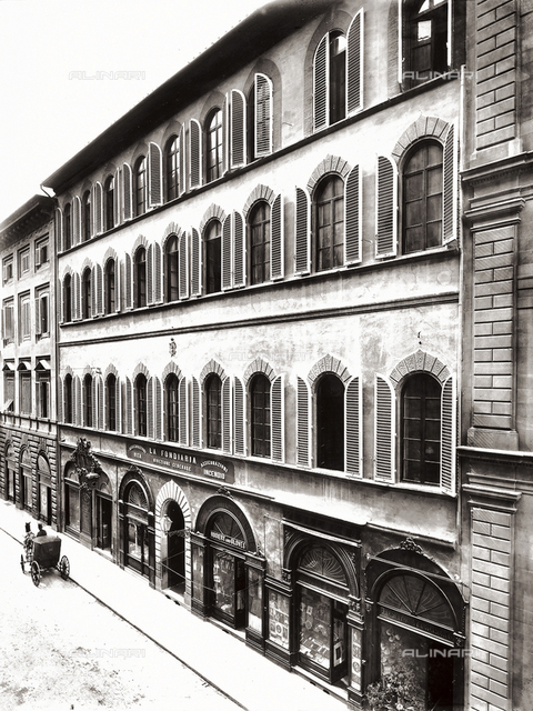 The palace where the Fondiaria Assicurazioni headquarters were located, in Florence