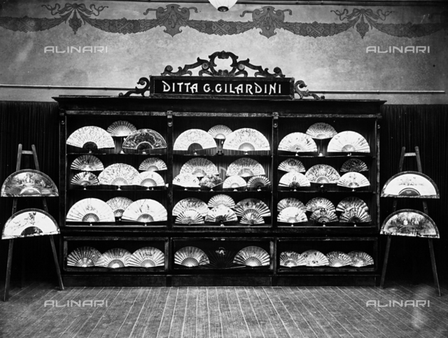 Numerous fans displayed in the Gilardini shop, in Florence