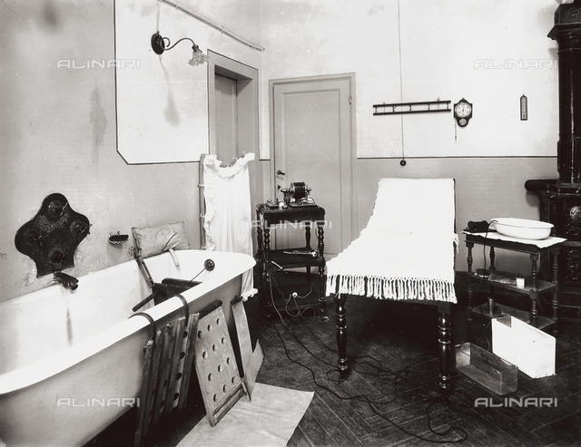 The Gabrielli Physiotherapeutic Institute in Florence: treatment room with bathtub