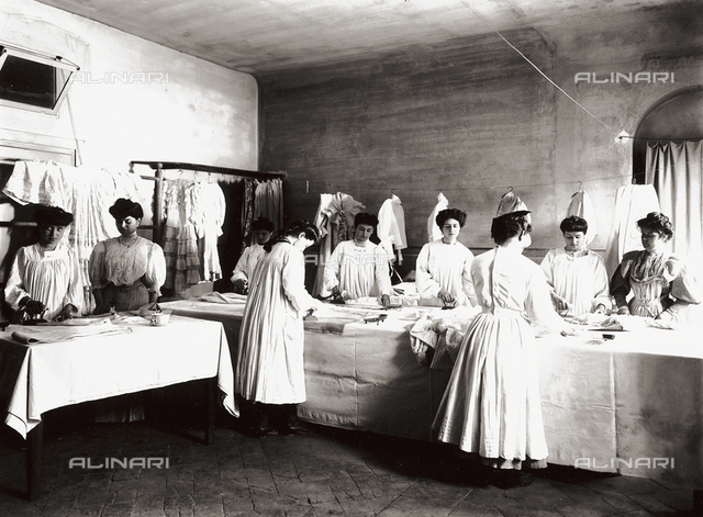 Professional school for women, in Florence: an ironing lesson
