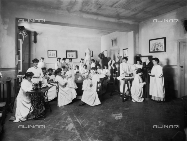 Professional school for women, in Florence: a sewing lesson